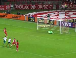Paulão perde pênalti contra a Chapecoense (Foto: Beto Azambuja)