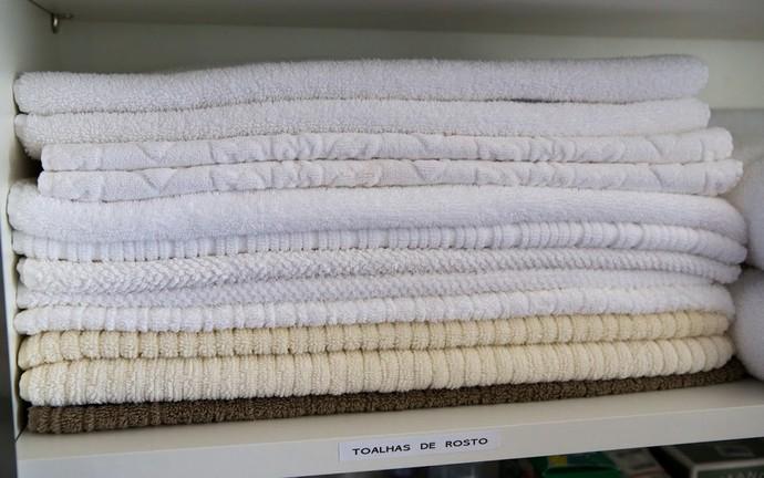 Galeria Gabriela Corrêa organizadora de ambientes e de como dobrar roupas Mistura com Rodaika closet cozinha toalhas banheiro joias quarto calcinhas meias cuecas (Foto: Thiago Pitrez/Divulgação)