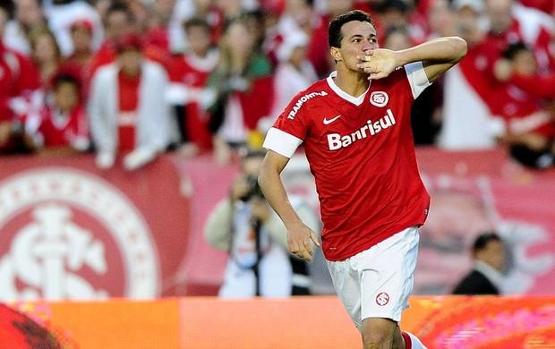 leandro damião internacional gol caxias (Foto: Ricardo Duarte / Agência RBS)