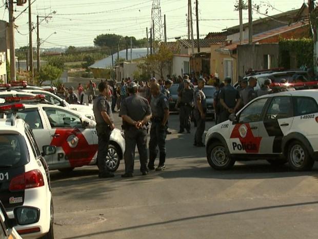 Equipes da Polícia Militar após sequestro e troca de tiros em Campinas (SP) (Foto: Reprodução/ EPTV)