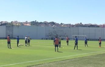 Com problemas na zaga e na lateral, Oswaldo esboça o Corinthians no CT