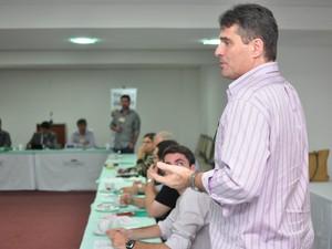 Ronei Silva durante encontro do grupo (Foto: Divulgação/ E5)