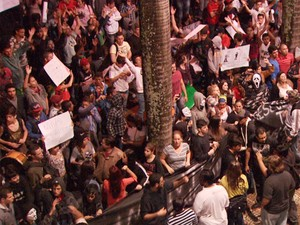 Manifestantes em frente à Câmara de Sumaré (Foto: Reprodução / EPTV)