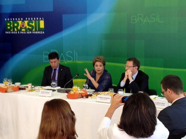 A presidente Dilma Rousseff fala com jornalistas em café da manhã no Palácio do Planalto (Foto: Filipe Matoso/G1)