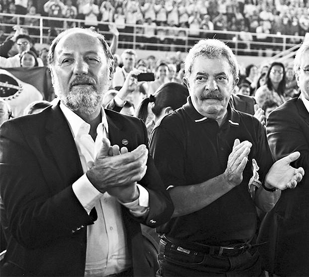 COMPANHEIROS Jair Meneguelli e o ex-presidente Lula. Nomeado por Lula, ele está há 11 anos no Sesi e ganha até R$ 60 mil mensais (Foto: Ricardo Benichio/divulgação)
