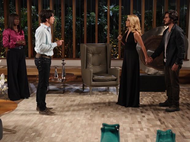 Herval leva Pamela à força e loira tenta pedir ajuda de Ernesto (Foto: Pedro Curi/Gshow)