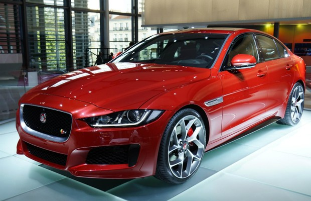 Jaguar XE no Salão de Paris (Foto: Newspress)