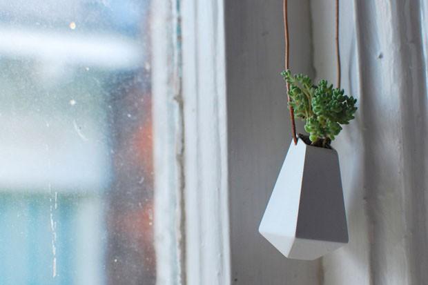 Pequenos vasos usados como joias (Foto: Divulgação)