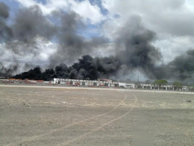 Bombeiros afirmaram que o fogo chegou a quatro metros de altura (Foto: Divulgação/Corpo de Bombeiros)