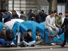 Mais imigrantes montam barracas em Paris após fechamento de 'Selva'