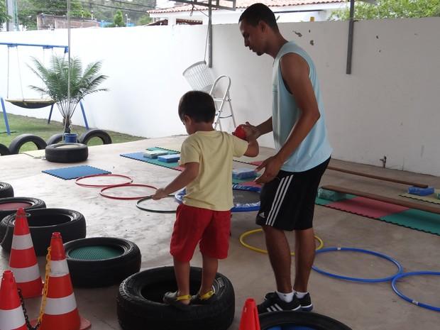 Crianças com autismo são assistidos pela AMA (Foto: Michelle Farias/G1)