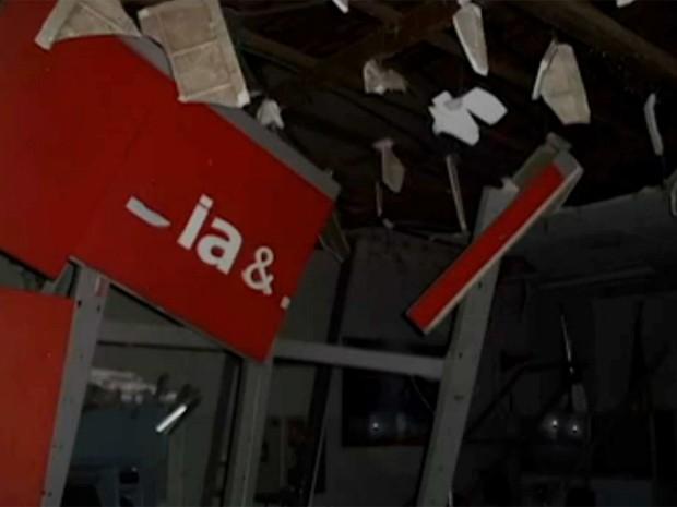 Após assalto a banco, funerária tem caixão levado na cidade de Saúde (Foto: Reprodução / TV Bahia)
