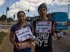 Para bancar casamento, casal vende jujubas e água em semáforos no DF