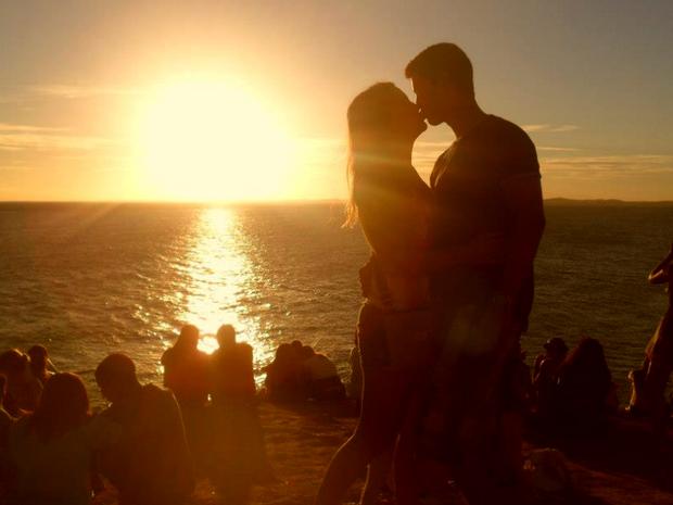 O casal Bruna Salgueiro e Elyvan Souza em foto no Farol da Barra, na Bahia, durante o Carnaval de Salvador 2013 (Foto: Bruna Salgueiro/VC no G1)