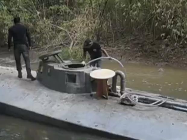 Submarino será rebocado para Belém, diz polícia (Foto: Reprodução/ TV Liberal)