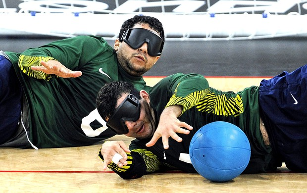 Diego Romario na partida de goalball do Brasil nas paralimpíadas (Foto: EFE)