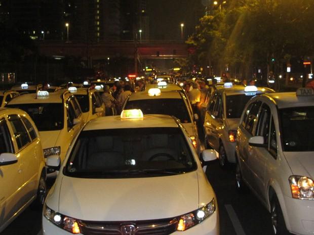 Taxis realizam protesto contra morte de motorista na Zona Sul de SP (Foto: Roney Domingos/ G1)