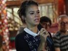 Bruna Marquezine vai às lágrimas em coletiva de novela