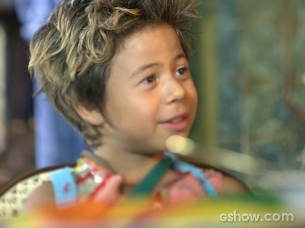 Lepe sonha em virar irmão de Pituca de verdade (Foto: Meu Pedacinho de Chão/TV Globo)