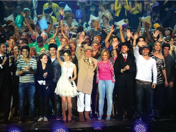 Encerramento do show do Criança Esperança, com Renato Aragão ao centro (Foto: Divulgação Rede Globo)