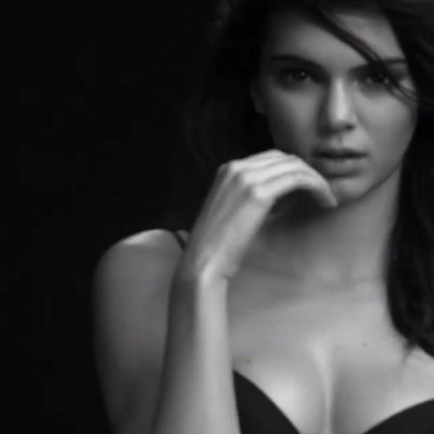 Kendall Jenner em campanha Calvin Klein (Foto: Instagram / Reprodução)