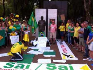 Protesto em São Borja (Foto: Gabriela Fogliarini/RBS TV)