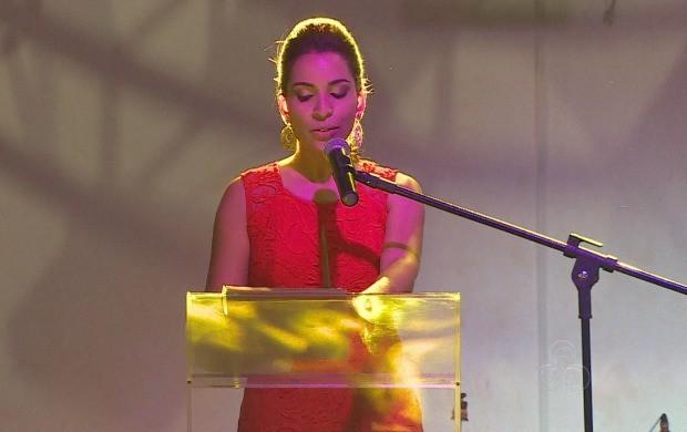 Apresetadora Elainne Juarez participou de evento social como cerimonialista (Foto: Amapá TV)