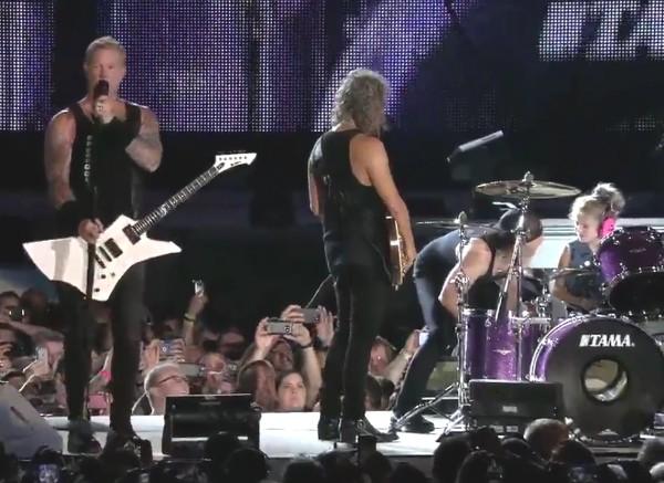 A garotinha que tocou junto com os músico do Metallica (Foto: Twitter)