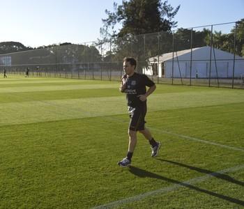 Cajá treina na Ponte (Foto: Vinícius Bueno)