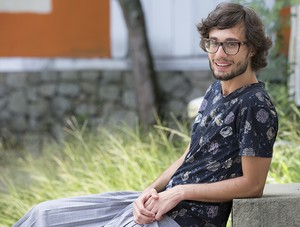 Pedro, do 'BBB 17', posa nos bastidores no dia seguinte da Eliminação (Foto: Gshow/Ellen Soares)