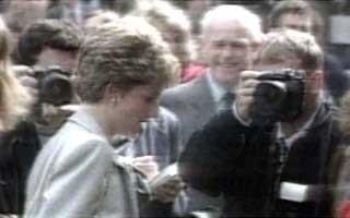 Morte de Diana cria polêmica sobre trabalho de paparazzis (Foto: Rede Globo)