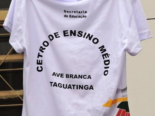 92f0ba38bcc179 G1 - Escola pública vende uniformes com erro ortográfico em Brasília ...