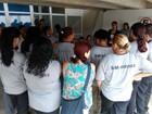 Funcionários de empresa terceirizada protestam por salários em São Carlos