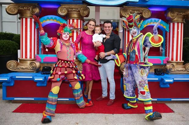 Aniversário Luis Miguel - Thais Pacholek e Belutti (Foto: Manuela Scarpa/Brazil News)