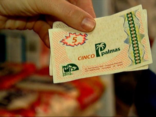 Circulando por bairro de Fortaleza, a palma é a moeda alternativa mais antiga do Brasil (Foto: Reprodução de TV)