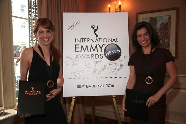Poliana Abritta e Renata Vasconcellos na cerimônia do Emmy, em Nova York (Foto: Globo/Luiz C. Ribeiro)