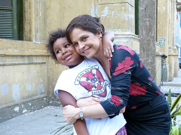 O pequeno de cinco anos faz a alegria da atriz antes dela encarnar Cora (Foto: Bruno Deminco/Gshow)