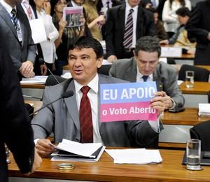 O senador Wellington Dias (PT-PI) durante análise da proposta que acaba com votação secreta (Foto: Pedro França/Agência Senado)