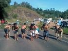 Índios ocupam prédio de secretaria e bloqueiam rodovias no RS