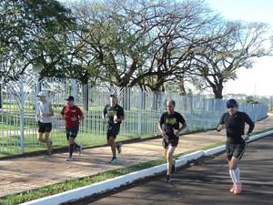 ACRU Uberaba preparação Volta da Pampulha 2014 corredores de rua (Foto: Vannucci Júnior - ACRU/ Arquivo Pessoal)