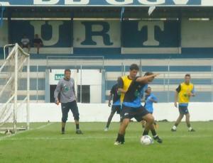 URT treinou forte durante a semana, apesar dos contratempos  (Foto: Gullit Pacielle/Globoesporte.com)