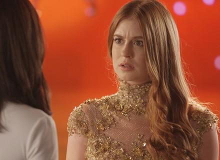 Carolina solta bomba e atrapalha Eliza no concurso