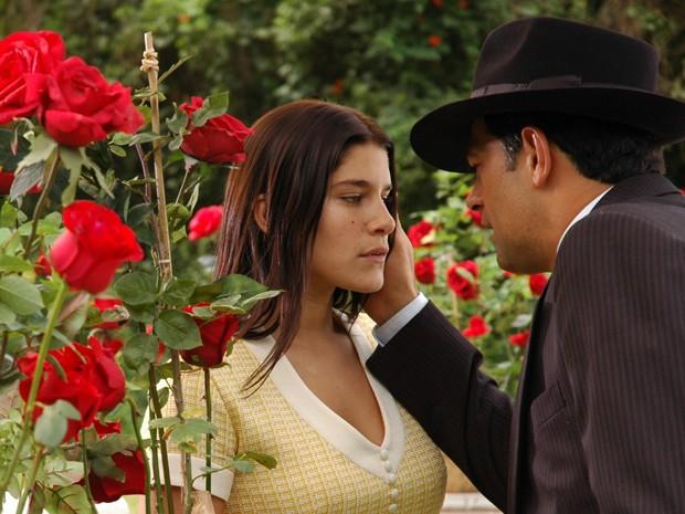 Serena se apaixona por Rafael, personagem de Eduardo Moscovis (Foto: TV Globo/Gianne Carvalho)