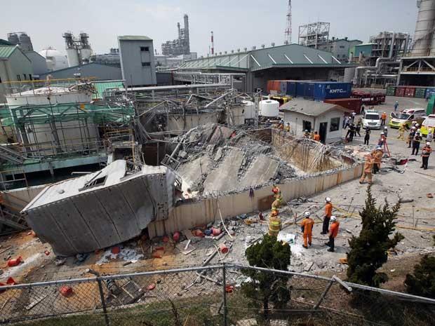 Imagem da destruição após explosão em fábrica na Coreia do  Sul (Foto: Kim Yong-tae / Yonhap / via AP Photo)