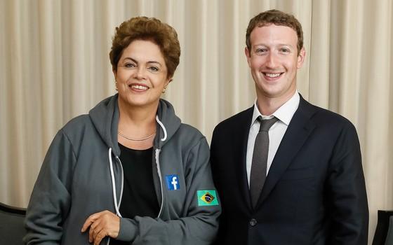 A presidente Dilma Rousseff e Mark Zuckerberg, do Facebook, durante o anúncio do Internet.org no Brasil (Foto: Roberto Stuckert Filho/PR)