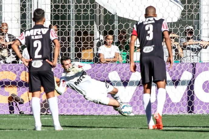Victor defende pênalti para o Atlético-MG (Foto: Bruno Cantini/ Flickr Atlético-MG)