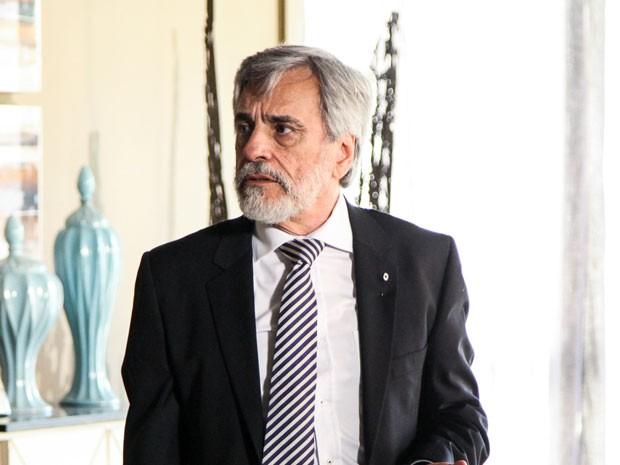 Aderbal Freire Filho em seu primeiro personagem na TV, o senador Oto (Foto: TV Globo/ Camila Camacho)