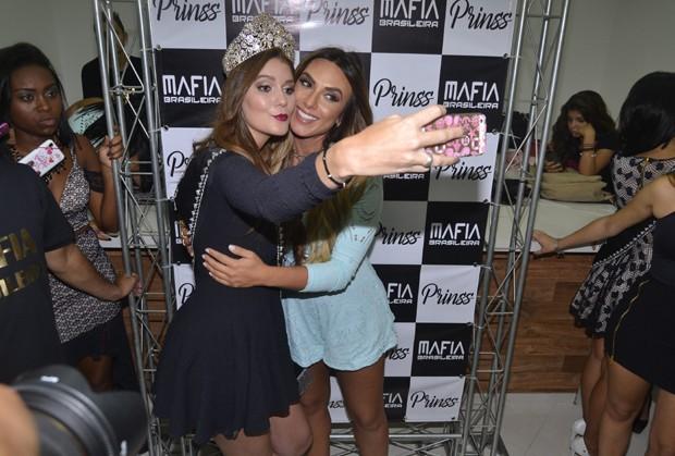 Nicole e Vitória (Foto: Araújo/Azzi Agency)