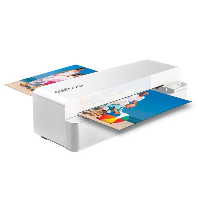 O Irisphoto 4 não precisa de computador, as imagens escaneadas são salvas na memória ou em cartão SD (Foto: Divulgação)