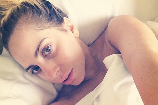 Lady Gaga é uma das campeãs em postar fotos sem maquiagem nas redes sociais. Essa é uma delas! (Foto: Instagram)